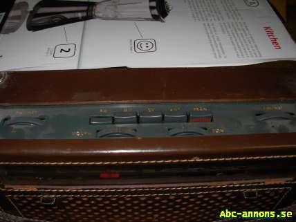 Transistorradio - Örebro - Philips Alltransistorradia.i fint skick.Den är i äkta läder. Den fungerar perfekt Antennen är hel Typ L 3S 25 T Nr 104028 köpare står för frakt. - Örebro