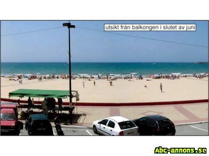 Vid Stranden - Costa de la Luz - Spanien, Andalusien - Lägenhet vid stranden i trevlig liten fiskestad på allt mer populära Costa de la Luz. Fullt utrustad. Balkong med utsikt över stranden. Lämplig för 4-5 personer. Pris 3000 - 4000 - 5500 beroende på säsong. För bilder o. bokn - Spanien, Andalusien