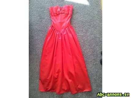 abc32de34afe Snygg röd lång balklänning, strl. 36-38 - Kläder/Smycken/Ur - Abc ...