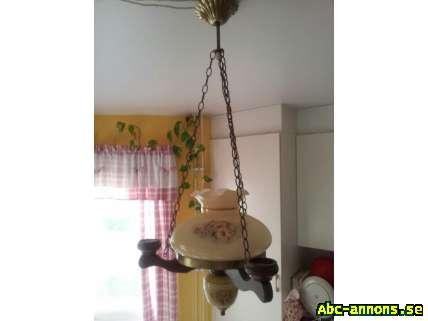 Gammaldags lampa på fot