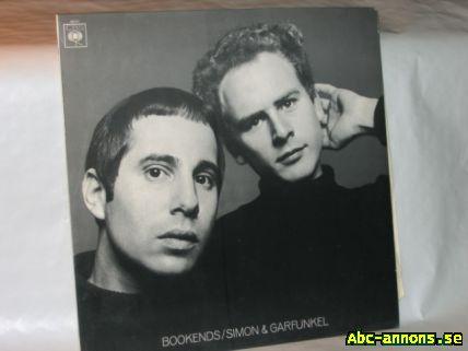 Simon & Garfunkel LP Vinyl Bookends - Stockholm - Simon & Garfunkel, LP Vinyl, Bookends. Skiva verkar vara i bra skick, förutom några mycket smala repor. Omslaget har släppt i limningar. I övrigt bra skick. Skickas ej. Finns i Bromma. Ej mejl. Ring. (kan överlämnas på annan plats i Sto - Stockholm