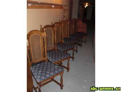 Matgrupp - Gävleborg, Gävle - Matsalsbord mörk ek 100x150 cm med två iläggskivor bordets längd 250cm. Möbelklädseln i nyskick. Rottingflätade ryggar. - Gävleborg, Gävle