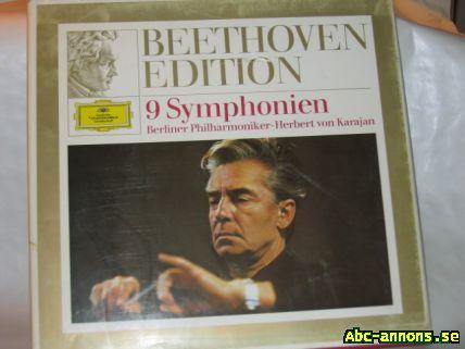 LP vinyl Beethovenpaket - Stockholm - LP-vinyl, Beethoven-paket: - Box med de 9 symfonierna (nio skivor), Deutsche Grammophon 1970, Herbert von Karajan. - Box med olika konserter (sex skivor), Deutsche Grammophon 1970, olika dirigenter och solister. - Pianosonater (en skiva), Decc - Stockholm
