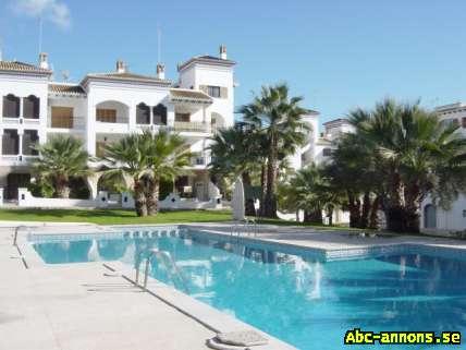Lägenhet i Spanien Uthyres Orihuela Costa Alicante - Spanien, Valencia - Njut underbara stränder, golf och sol året runt! Charmigt privatägda (vi är inte en byrå) 2 sovrum (+ fullt utrustat kök + matsal + badrum med badkar), fullt möblerade. Fantastisk privat solterrass med fantastisk havsutsikt och  - Spanien, Valencia