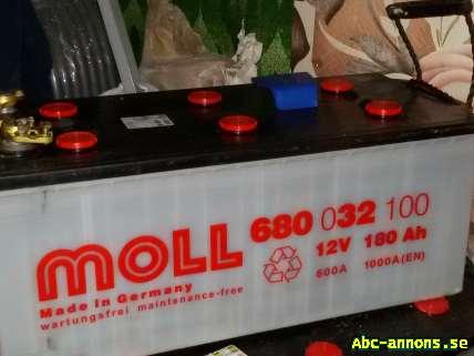 Batteri 1000A - Värmland, Karlstad - Tillbehörstyp:Elektronik/Elutrustning Bilmärke:Övriga märken Start batteri Moll ca 1 år g 1000A 180Ah 1000:- Finns även övriga bättre beg batterier från 45Ah-110Ah Pris från 100;- - Värmland, Karlstad