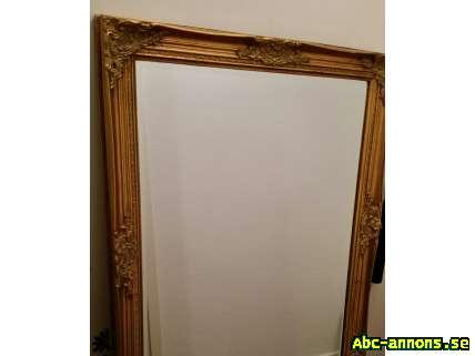 Stor spegel med guldram