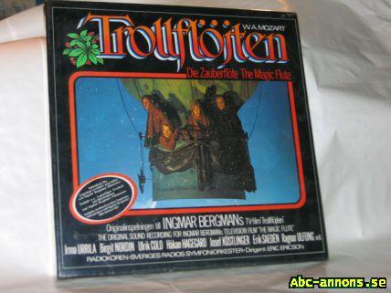 """LP vinyl Mozartpaket - Stockholm - LP-vinyl, Mozart-paket: - Trollflöjten, boxförpackning, originalinsp. till Ingmar Bergmans TV-film """"Trollflöjten"""" 1974, oöppnad, cellofanomslutning finns kvar. - 9 st. skivor med konserter och symfonier av Mozart,(limfogar har släppt på  - Stockholm"""
