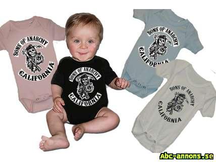 Sons Of Anarchy - Baby Body - Kläder Smycken Ur - Abc-annons.se ... 0b0af5713f813